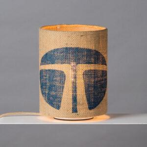 Tischlampe mit blauem Muster